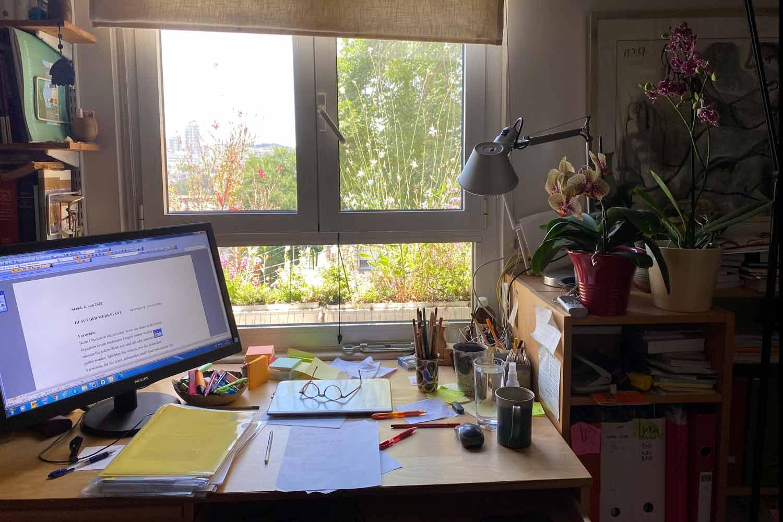 Anne Birkenhauers Schreibtisch in Jerusalem